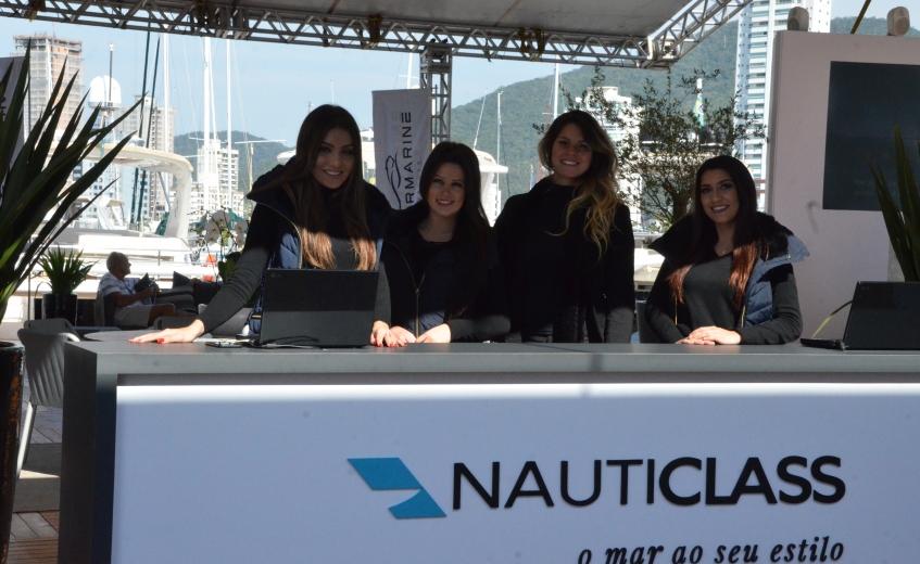 Barcos Intermarine no Salão Náutico em Itajaí